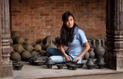 女工匠尼泊尔 免版税库存图片