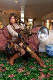 女性专家steampunk武器 免版税库存照片