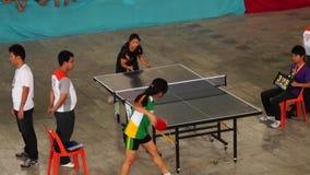 女性严谨地在乒乓球被训练唯一为接踵而来的体育运动事件 活动公共 影视素材