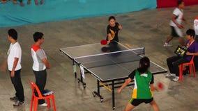 女性严谨地在乒乓球被训练唯一为接踵而来的体育运动事件 活动公共 股票视频