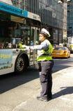 女性交通官员, NYC, NY,美国 免版税库存照片