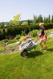 女性从事园艺 免版税库存图片