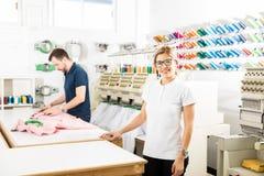 女性企业主在她的工厂 免版税库存图片