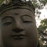 女性传统佛教雕象  库存照片