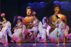 女性佛教徒舞蹈和戏剧中国人长笛 库存照片