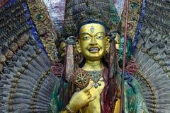 女性佛教神塔拉的金雕塑在西藏修道院里在Leh,拉达克,北印度 库存照片