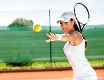 女性使用的网球 免版税库存照片