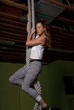 年轻女性健身辅导员教练员 免版税库存图片
