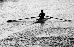女性划船者 免版税库存图片