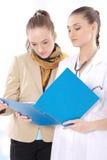 女性医生和她的患者 库存图片