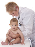 女性医生和婴孩 免版税库存照片