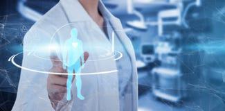 女性医生的中央部位的综合图象使用数字式屏幕的 免版税库存照片