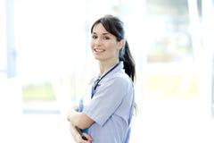 女性医疗微笑的听诊器 免版税库存照片