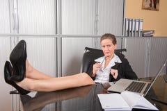 女性厨师在办公室 库存照片