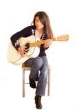 女性吉他弹奏者 免版税图库摄影