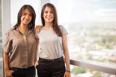 女性同事在办公室 免版税图库摄影
