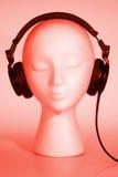 女性听的时装模特音乐 免版税库存图片