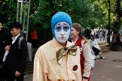 女性哀伤的小丑画象节日` Clownfest `的在公园Sokolniki在莫斯科 免版税图库摄影