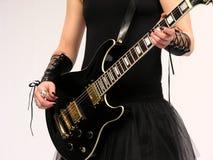 女性哥特式吉他演奏员 图库摄影