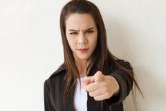 女性商业主管指向她的手指往观众 图库摄影