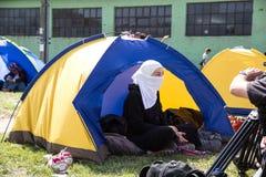 女性回教难民营在Tovarnik 库存照片