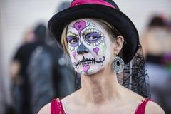 女性在Dia De Los Muertos Makeup 免版税库存图片