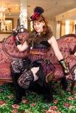 女性处理程序steampunk武器 库存图片