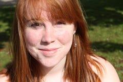 女性头发红色微笑青少年 免版税图库摄影