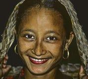 年轻女性女孩是愉快的并且在博克拉,尼泊尔微笑 免版税图库摄影