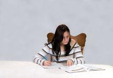 女性学习的少年 免版税图库摄影