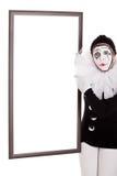 女性小丑显示一个空的框架 免版税库存照片
