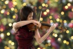 年轻女性小提琴球员 库存照片