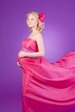 女性怀孕的年轻人 免版税图库摄影