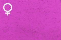 女性性别标志金星签署桃红色参差不齐的纹理背景 免版税库存照片