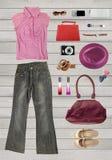 女性或职业妇女的汇集衣物,安置在wh 免版税库存照片