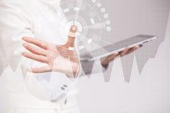 女性手与图表图一起使用 busines的,股市概念未来技术 免版税库存照片