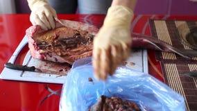 女性手被削减鱼 影视素材