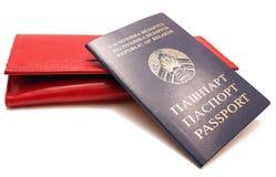 女性护照钱包红色 免版税库存图片