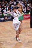 女性拉丁舞蹈家跳舞在竞争时 免版税库存照片