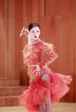 女性拉丁舞蹈家 免版税库存照片