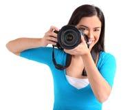 女性摄影师射击您 库存图片