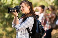 女性摄影师自然 免版税库存照片