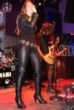 女性摇滚歌手阶段 免版税库存图片
