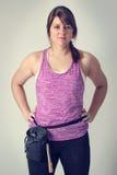 女性攀岩运动员 Freeclimbing, Bouldering 坚强的妇女 免版税库存图片