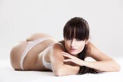 女性放置的女用贴身内衣裤模型白色 库存照片