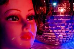 女性时装模特和迪斯科球5 免版税图库摄影