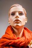 女性时装模特玩偶木偶橱窗时尚衣裳伤痕 免版税库存照片