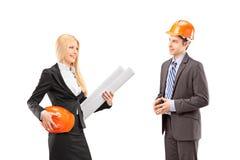 女性有建筑师和的投资者交谈 免版税库存照片