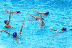 年轻女性游泳者 免版税库存图片