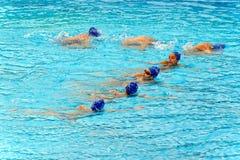 年轻女性游泳者 免版税库存照片